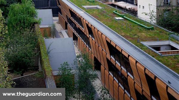 Bâtiment d'habitat à Paris et son toit vert